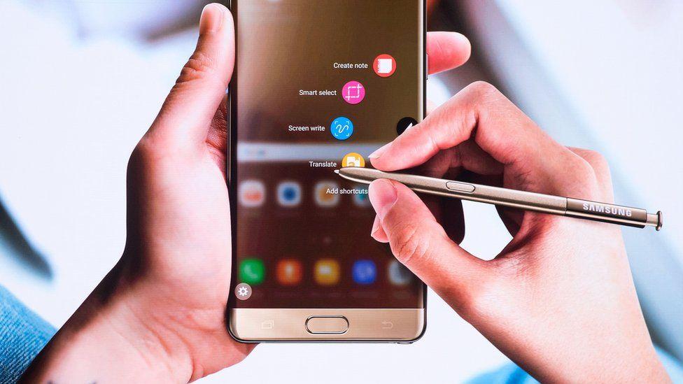 Cómo es el nuevo teléfono de Samsung que podrás desbloquear con la mirada