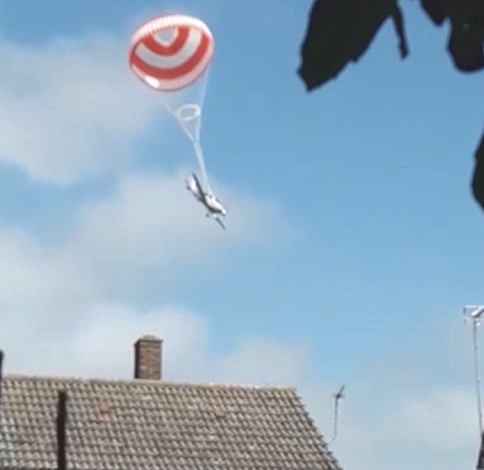 G-SRTT descending under the parachute