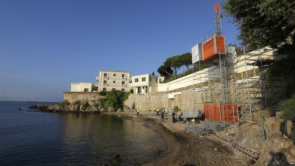 Temporary lift on public beach below villa owned by Saudi royal family in Vallauris, south-eastern France. 24 July 2015