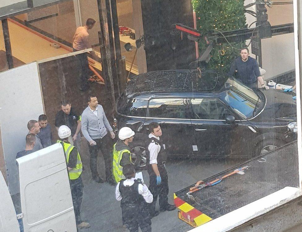 Car outside Selfridges