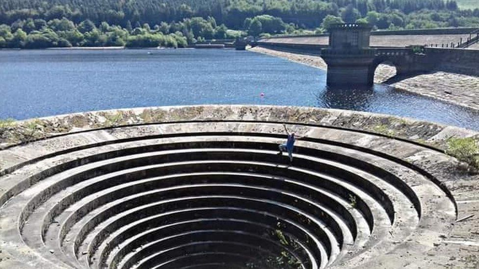 Andy Tingle on the Ladybower Reservoir plug hole