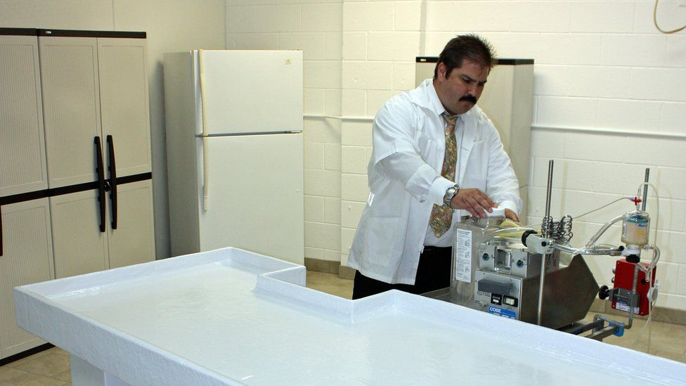 Dennis Kowalski preparing an operating table for the cryonics procedure
