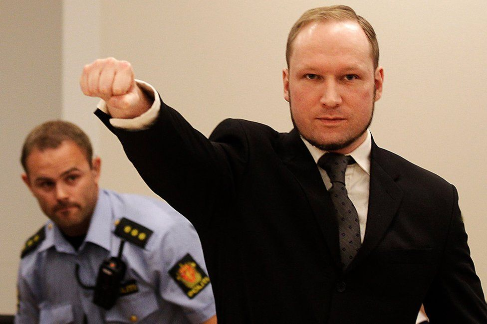 Anders Behring Breivik makes a salute on arrival at a courtroom in Oslo (24 August 2012)