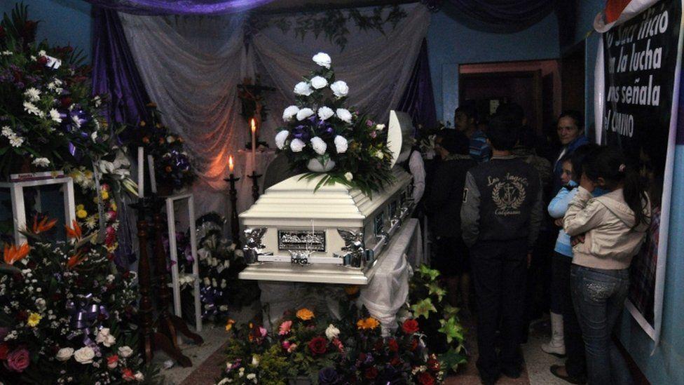 Relatives and friends mourn around the coffin of late Honduran activist Berta Caceres in La Esperanza, Honduras, 04 March 2016