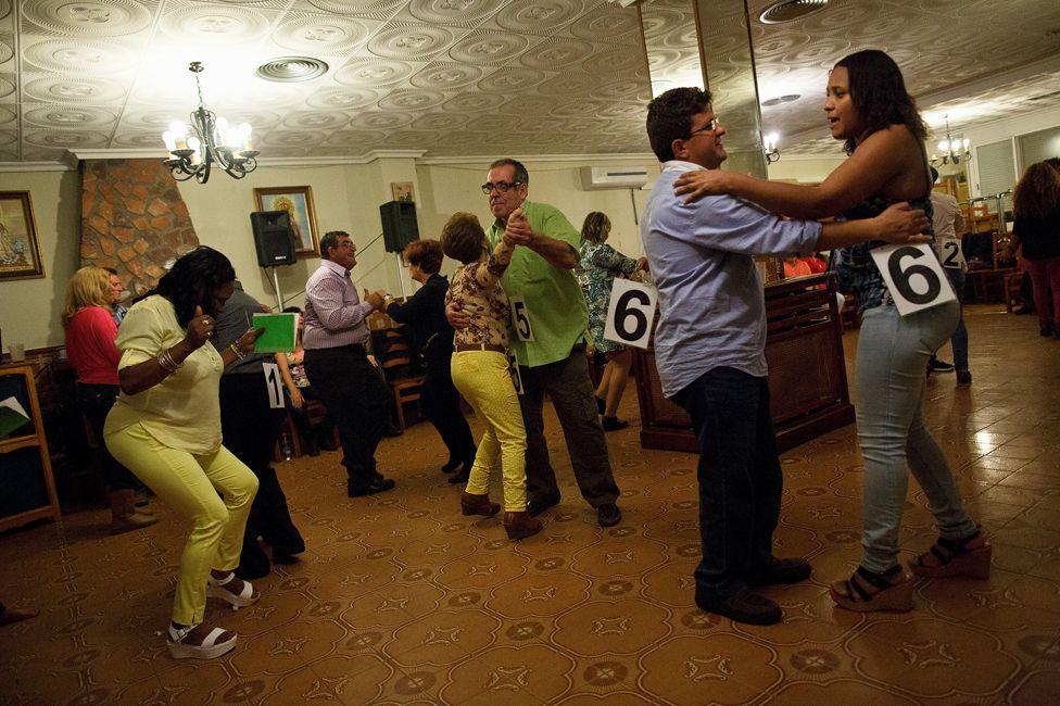 Caravan of Love dance at Mota del Cuervo