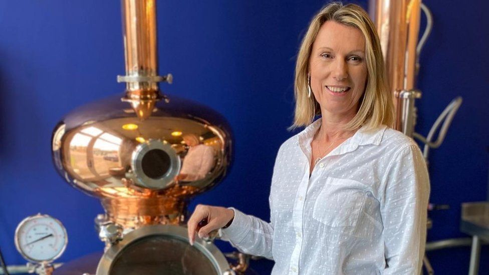Rachel Hicks at the distillery uk food and drink exports to the eu almost halved in first quarter UK food and drink exports to the EU almost halved in first quarter  118964651 gin