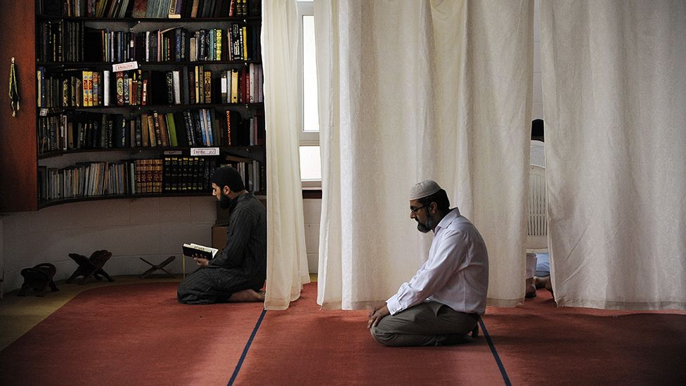 Worshippers at Dundee Central Mosque