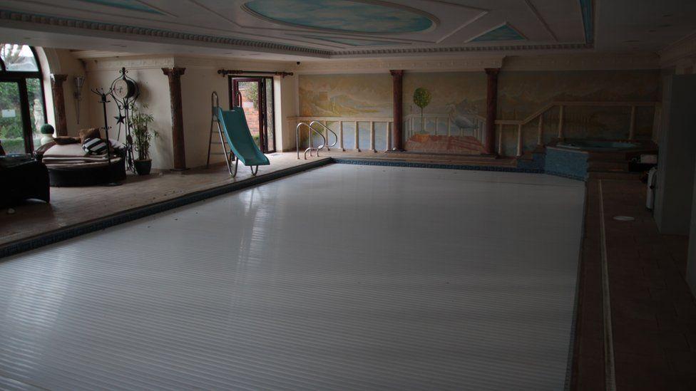 The swimming pool at Truffle Lodge spa