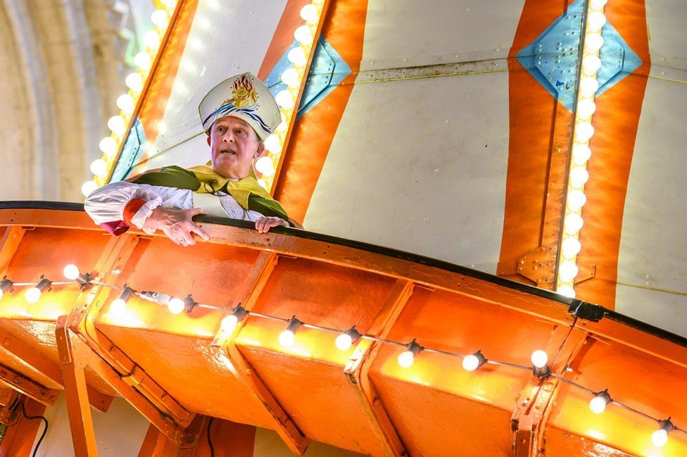 Norwich Cathedral: Bishop delivers sermon from helter-skelter