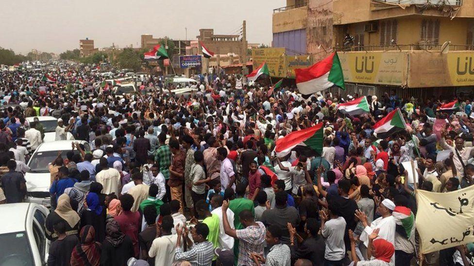 Sudanese protesters chant slogans demanding civilian rule on June 30, 2019 during a rally in Khartoum's southern al-Sahafa district