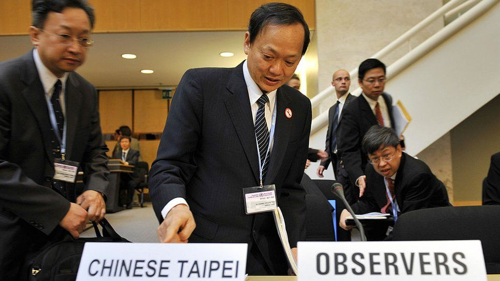 Taiwanese Health Minister Yeh Ching-chuan (C) takes a seat before the opening of the annual meeting of the World Health Organization (WHO) on May 18, 2009 at the United Nations offices in Geneva. Taiwan has been invited for the first time to attend the World health assembly's annual meeting as an observer.
