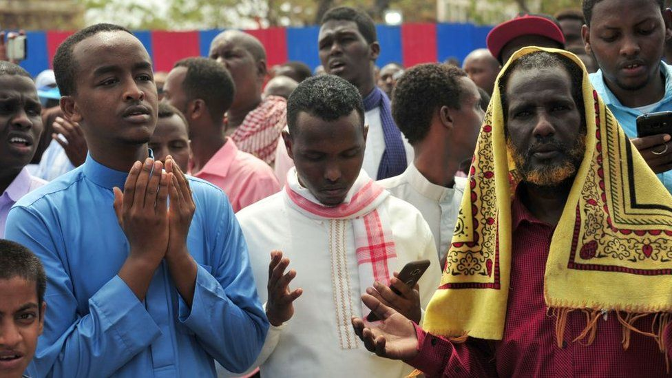Somalis pray for victims during Friday prayer on October 20, 2017 in Mogadishu on the scene of a massive truck bomb attack in which at least 276 people were killed and 300 injured on October 14 in the deadliest ever attack to hit the conflict-torn nation