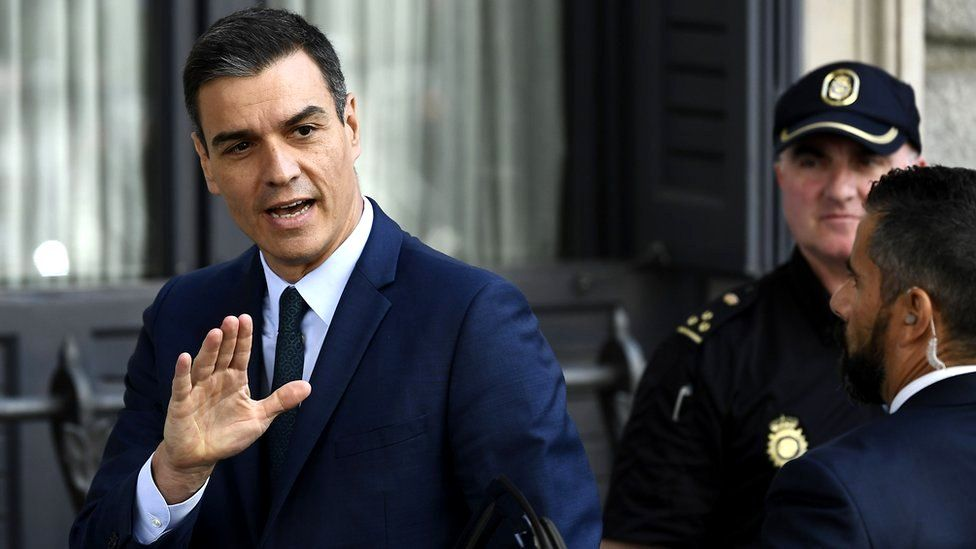 Spanish caretaker Prime Minister Pedro Sanchez waves as he arrives for the parliamentary investiture debate and vote to elect a premier, 25 July 2019
