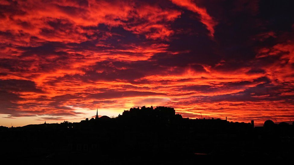 Sunrise at Edinburgh castle