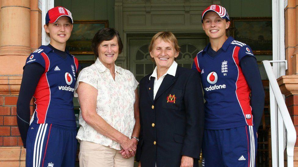 Sarah Taylor, Lynne Thomas, Enid Bakewell, Caroline Atkins