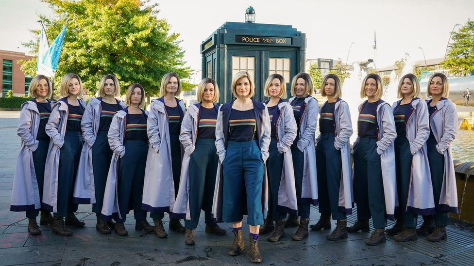 Jodie Whittaker (centre) with 12 lookalikes in Sheffield