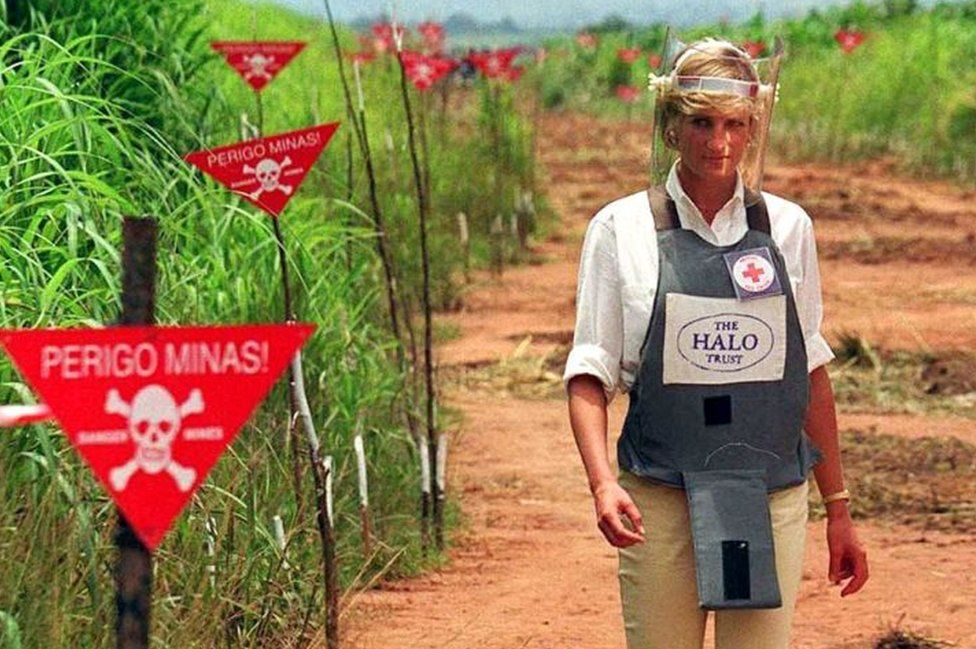 Princess Diana walking through an Angolan minefield