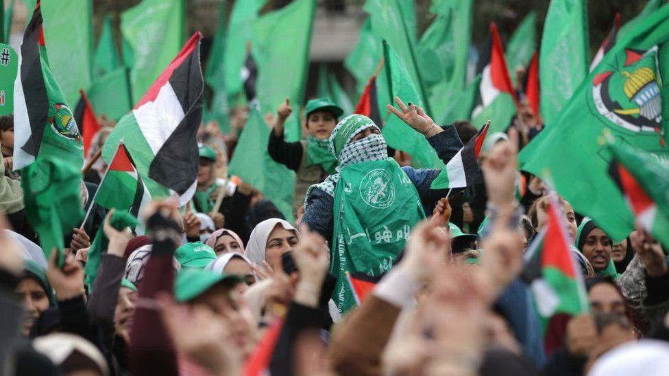 Palestinians take part in a rally marking the 31st anniversary of Hamas's founding, in Gaza City (16 April 2018)