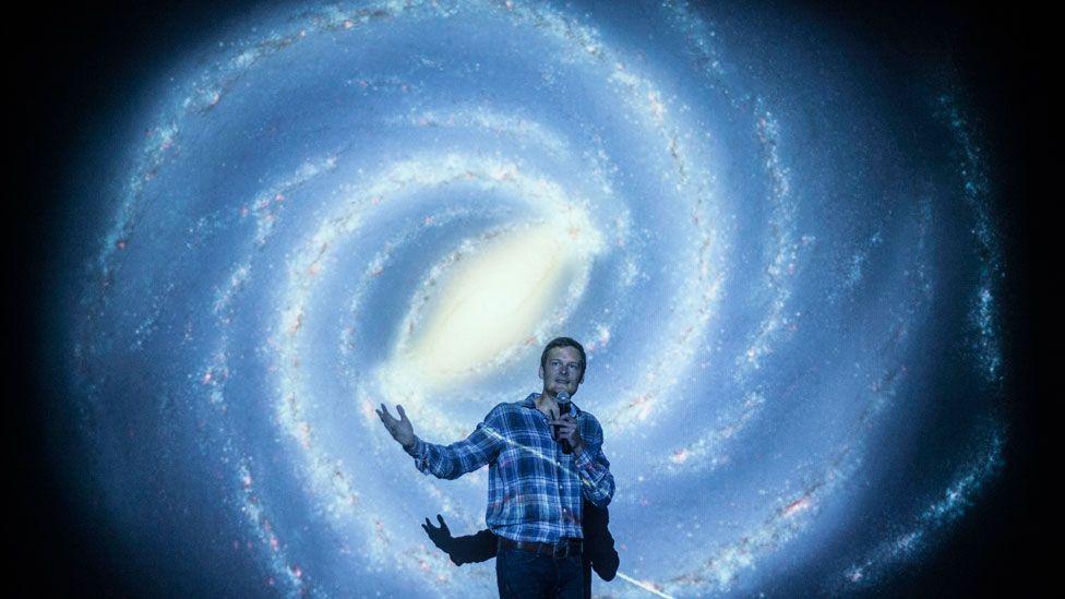 """""""Aún no sabemos si los universos paralelos existen"""": Christophe Galfard, el discípulo de Stephen Hawking, les responde a nuestros lectores"""