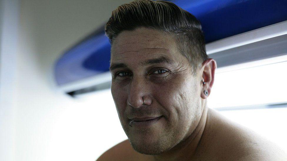 Love Island generation' skin cancer fear - BBC News