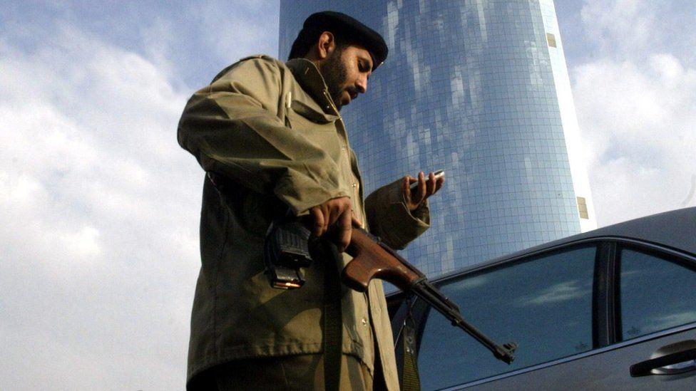 """""""مسلحون يقتلون رجل أمن"""" في بلدة القطيف شرقي السعودية"""
