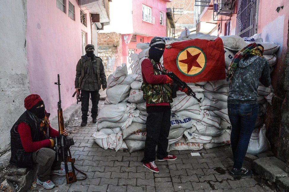 Fighters with PKK flag in Diyarbakir, 18 Nov 15