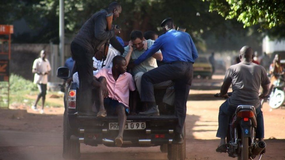 Malian security forces evacuate hostages freed from the Radisson Blu hotel in Bamako on 20 November 2015