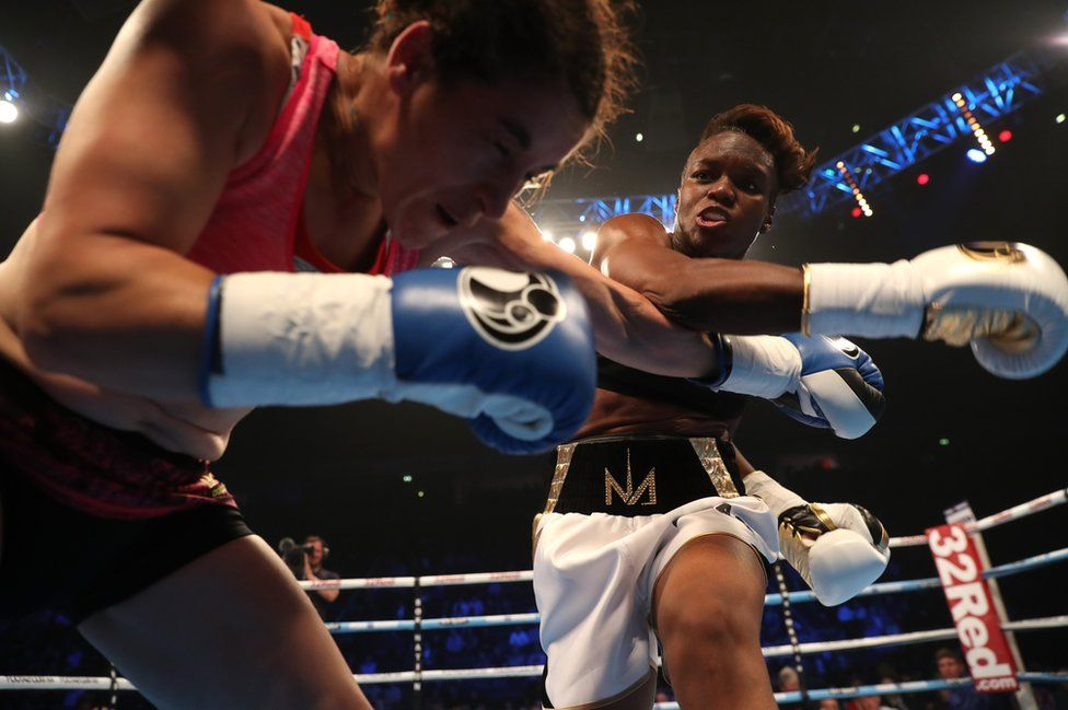 Nicola Adams throws a punch at Virginia Noemi Carcamo.