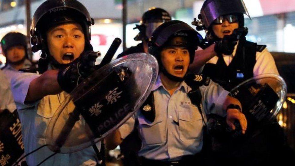احتجاجات هونغ كونغ: اشتباكات بين الأمن والمتظاهرين