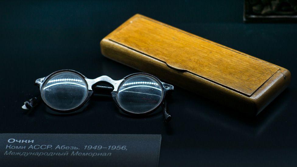 Prisoner's glasses