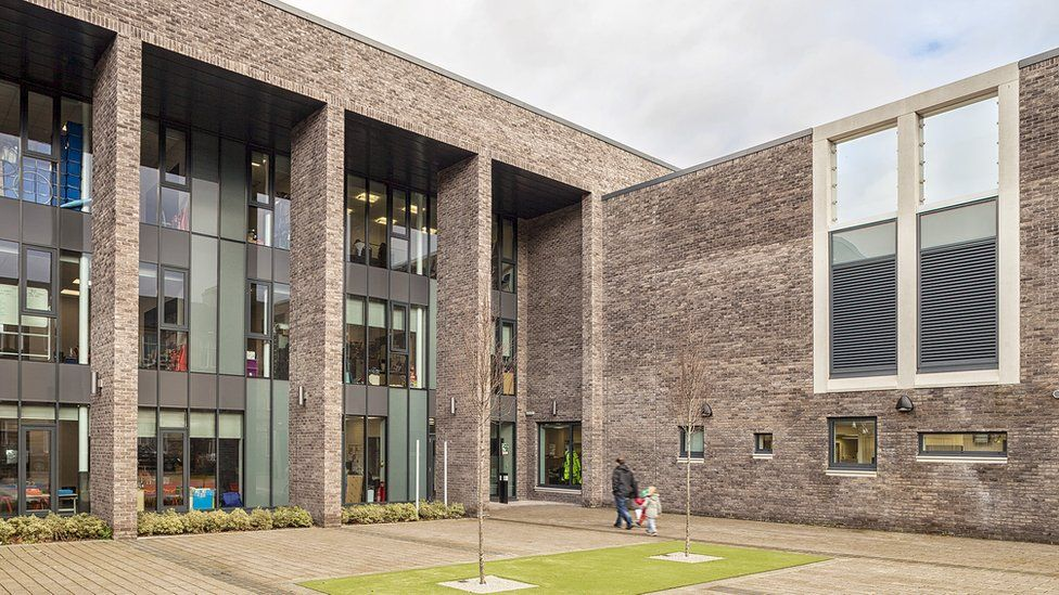 Glendale Primary School and Bunsgoil Ghàidhlig Ghleann Dail in Glasgow- integrates two school populations while maintaining individual identities