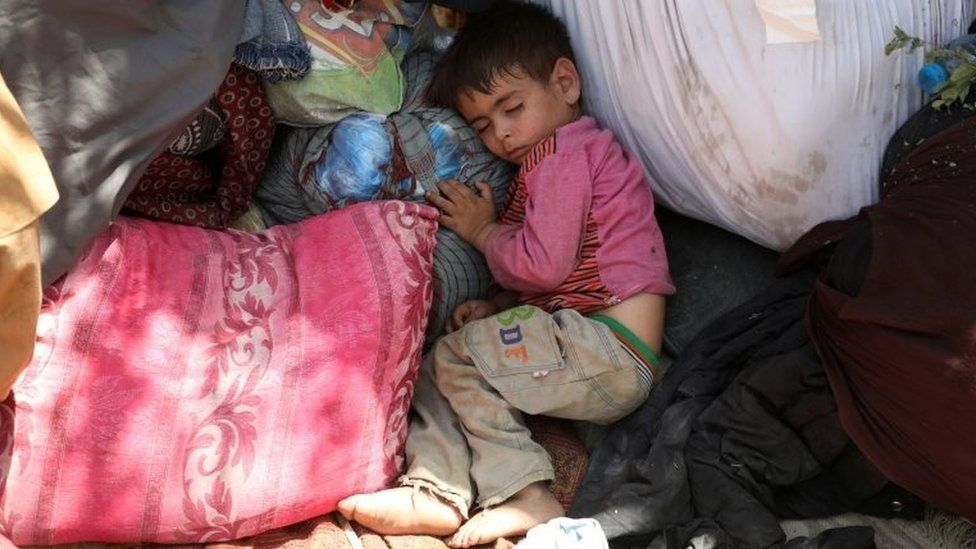 An internally displaced Afghan child sleeps in a public park in Kabul, Afghanistan. Photo: 10 August 2021