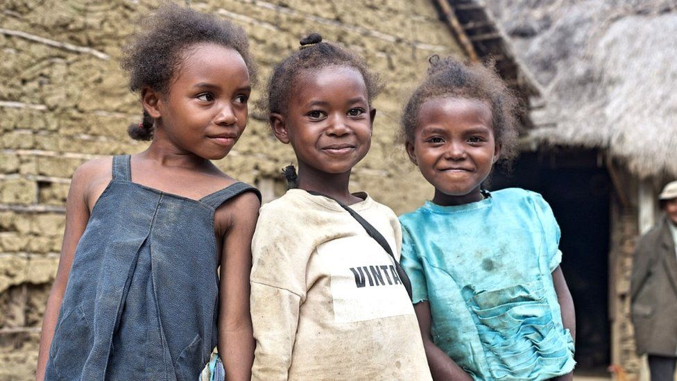Young girls in Mangabe