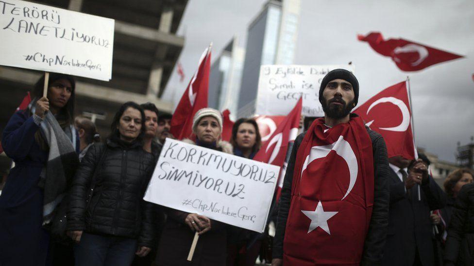 السلطات التركية تفصل 6 آلاف شخص آخرين من وظائفهم