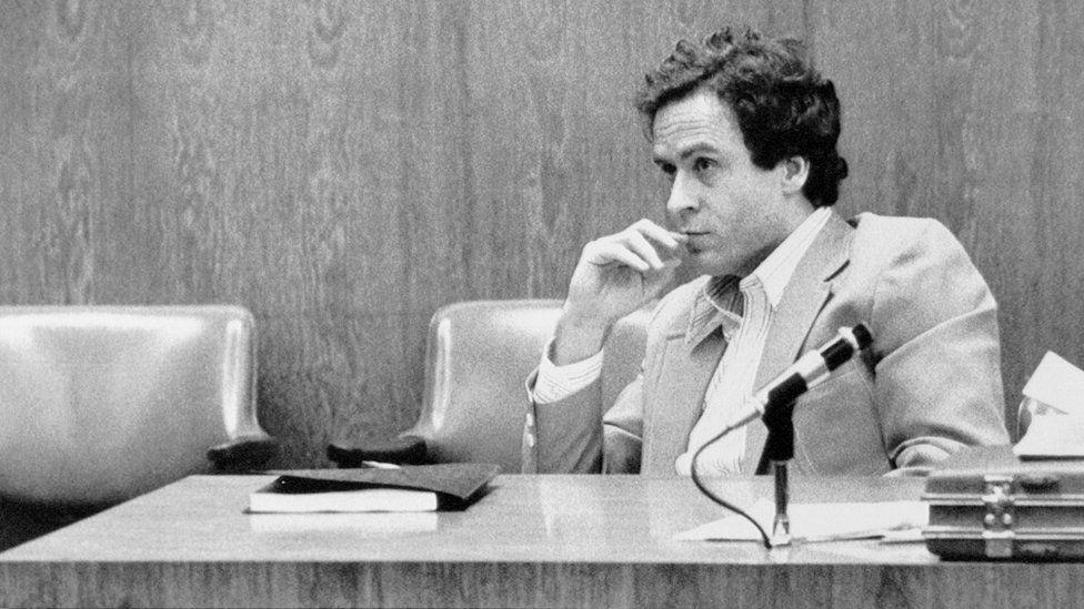 Ted Bundy Orlando davası için jüri seçimini izliyor