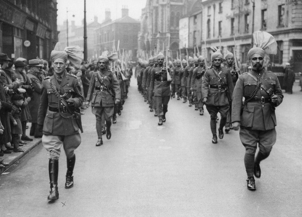 Hexley and Ashraf 'swinging along Broad St' in Birmingham, summer 1941