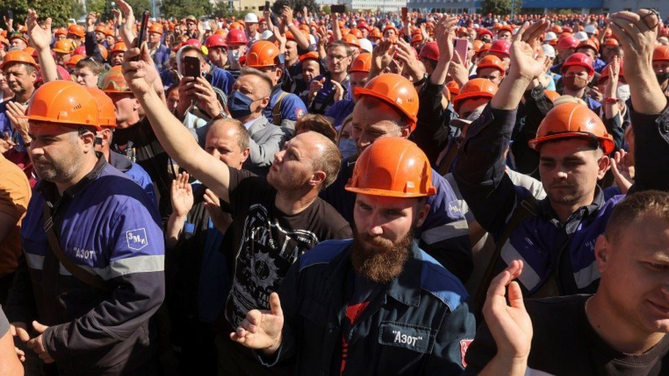 Employees of Grodno Azot company gather near a plant management office during a meeting to protest against presidential election results and to demand re-election in Grodno, Belarus August 14, 2020
