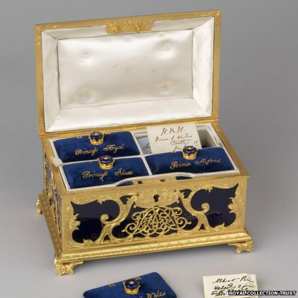 Buckingham Palace exhibition: Teeth of Victoria's children go on display