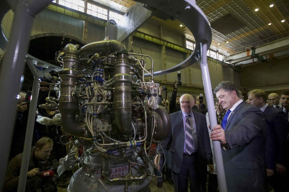 Ukraines President Petro Poroshenko (R, front) listens to explanations as he visits the factory Yuzhmash in Dnipro (Dnipropetrovsk), Ukraine, 21 October 2014