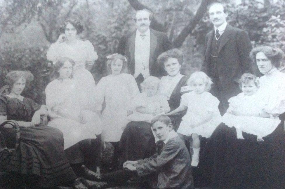 Elmes family picture