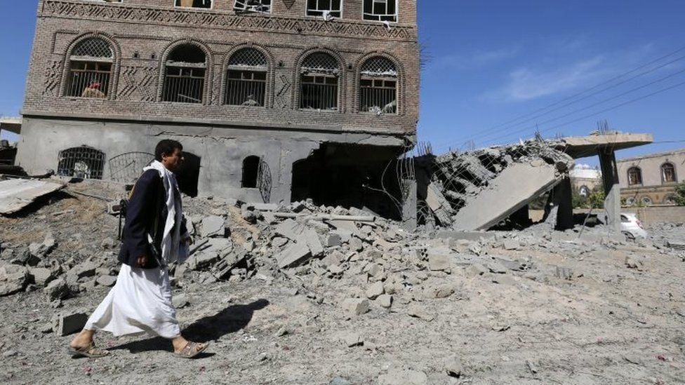 A member of Houthi militia inspects the scene of airstrikes allegedly carried out by the Saudi-led coalition targeting a neighborhood in Sana'a, Yemen (28 October 2015)