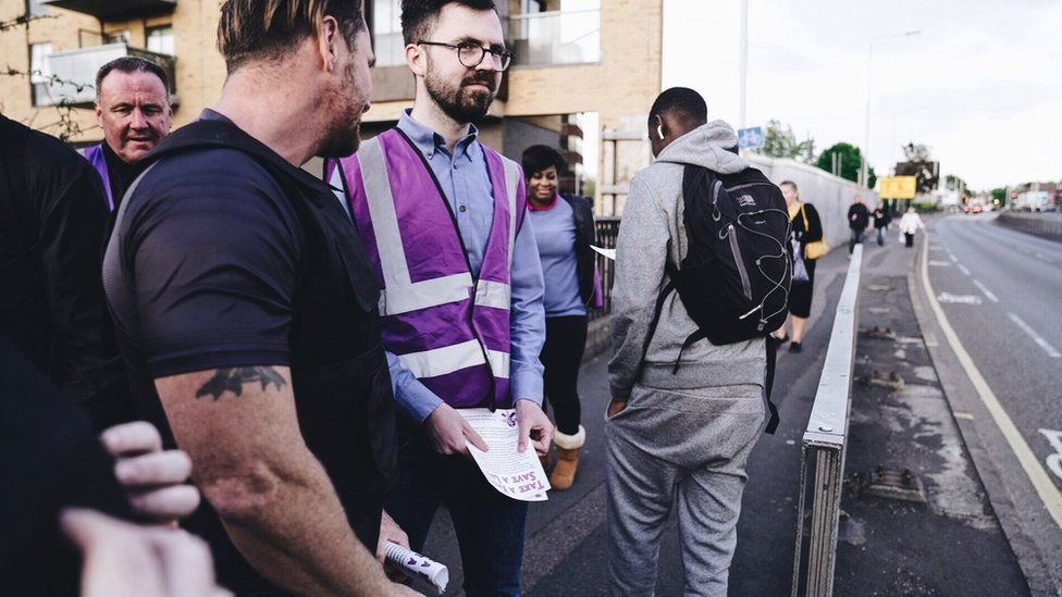 Волонтеры патрулируют Ромфорд