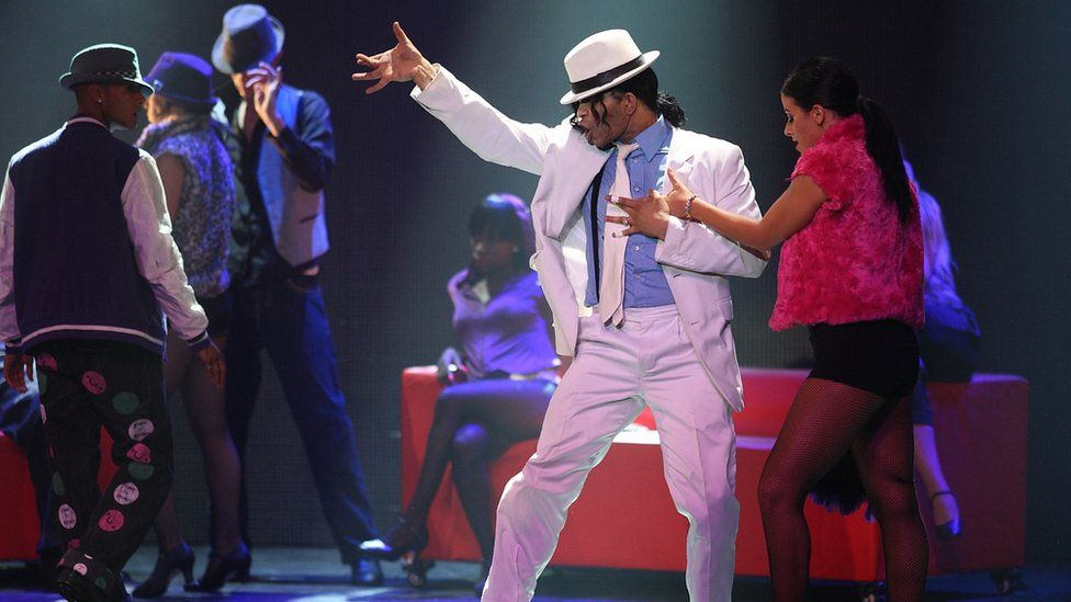 A performer from Thriller Live