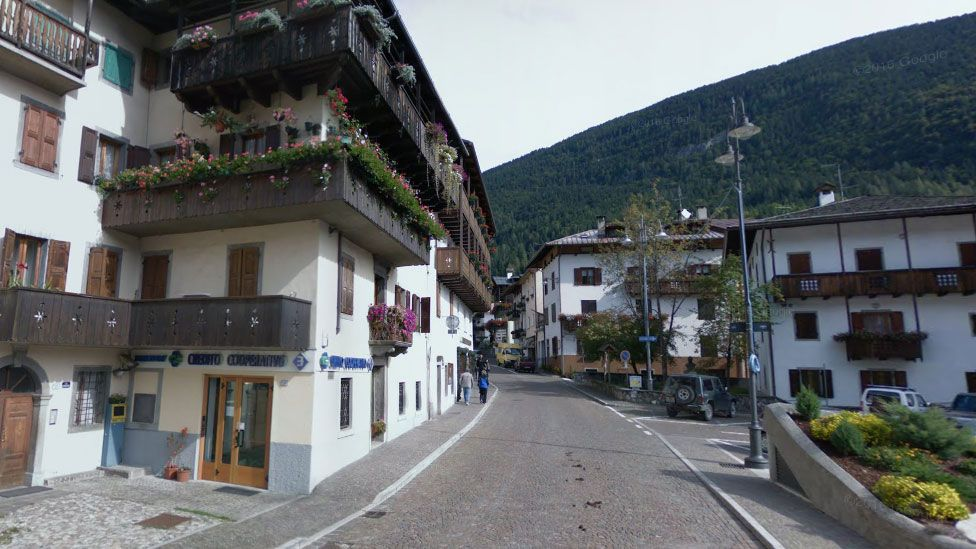 A Google Street view of the town shows the architecture typical of a mountainous European ski town - shuttered windows and wooden balconies contrasting against white buildings