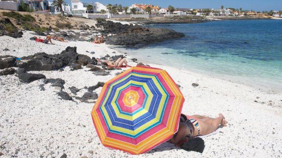 Covid: Spain hopes for tourists as EU votes on digital passports thumbnail