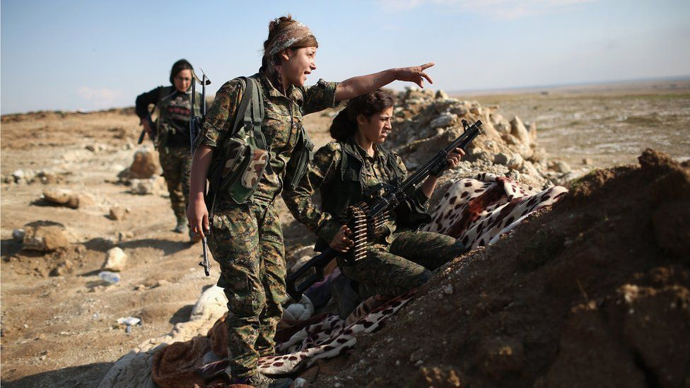 Female Troops from the Syrian Democratic Forces take up positions near the frontline on November 10, 2015 near the IS-held town of Hole