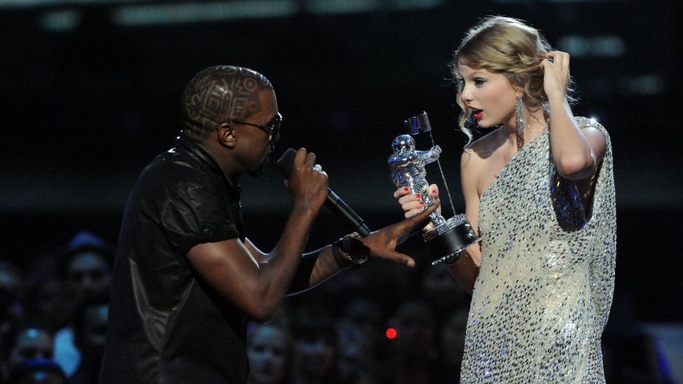 Kanye West grabs mic from Taylor Swift
