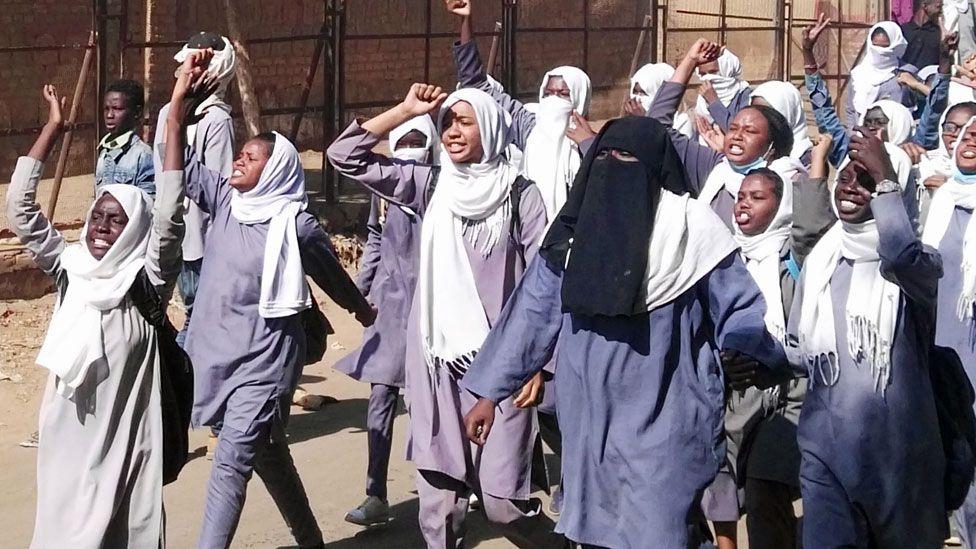 Schoolgirls protesting in Sudan - January 2019