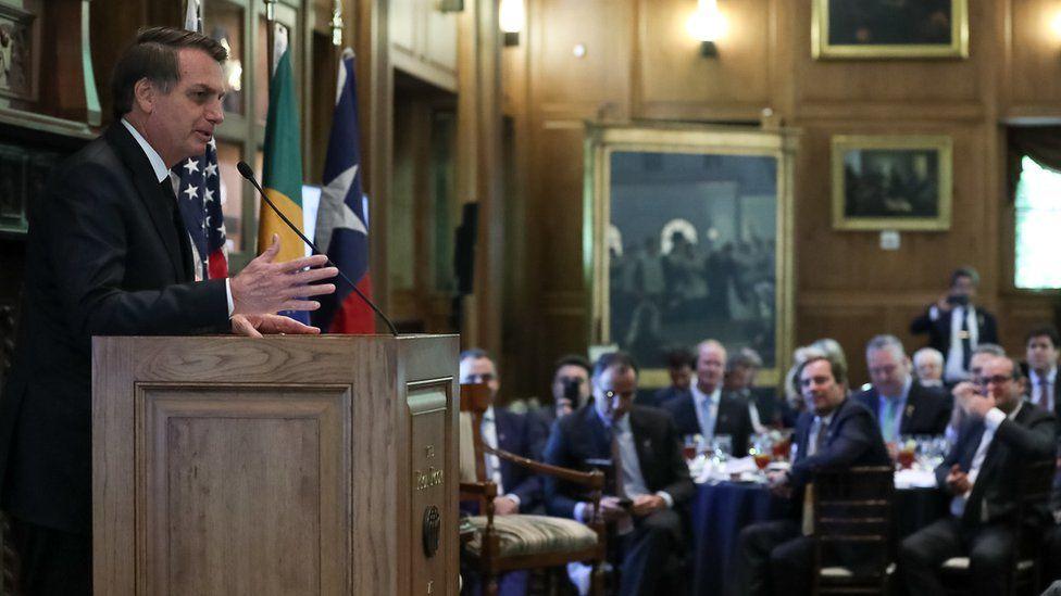 Como visita de Bolsonaro ao Texas virou alvo de 'duelo de protestos' em meio a eleição local