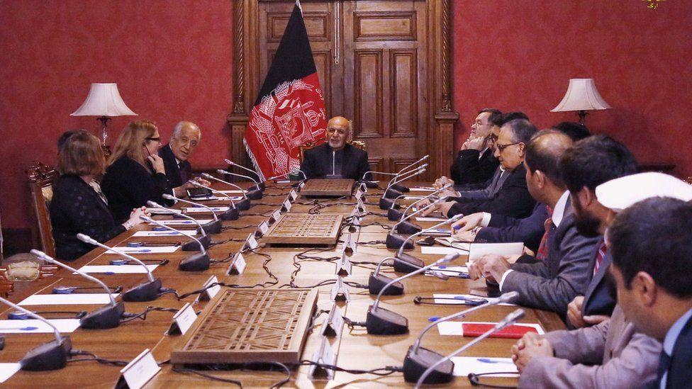 President Ashraf Ghani (C) talks with US special envoy Zalmay Khalilzad (L) during a meeting in Kabul, 27 January